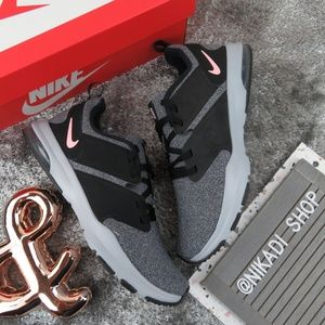 Nike Air Training Flyknit Sneakers